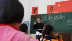 教育部:乡村教师生活补助覆盖200万人 达总人数2/3