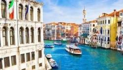 英媒:威尼斯禁止游客躺地上 违者或被罚款