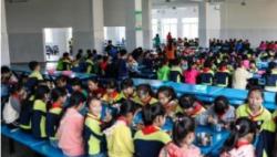 """4月新规:多行业迎减税""""红包"""" 中小学要建立陪餐制"""