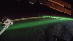宇航员太空拍摄南极光:神秘梦幻如跳动的火焰