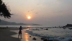 中国政府向斯里兰卡捐赠10辆警用车