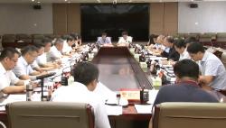 沈晓明与中国国际经济交流中心副理事长黄奇帆座谈