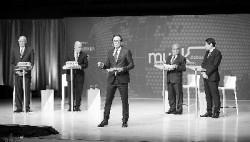 """加拿大辩论节目上,中国、新加坡专家用?#29575;?#21453;驳""""中国威胁论?#20445;?#33719;胜!"""