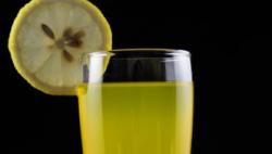 柠檬汁或助糖尿病患者控糖 随餐喝可使酶解中断