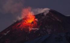 秘?#28548;?#32500;纳斯火山喷发