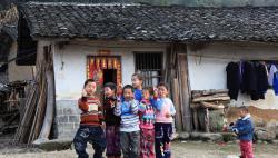 教育部:進一步改善留守兒童、困境兒童就學條件