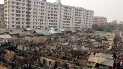 孟加拉国首都贫民窟大火 焚毁1.5万住宅5万人无家可归