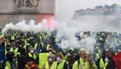 法国巴黎警方逮捕上百名暴力示威者