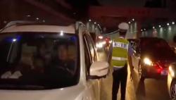 交警?#20849;?#20132;通违法行为 私改车辆车主被处罚