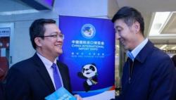 """上海发放21张""""进博会""""婴幼儿配方乳粉产品临时许可证书"""
