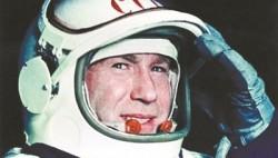 列昂诺夫:如果不能重返航天器 我的头盔里有一颗毒药