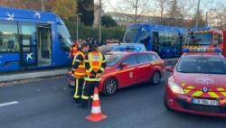 法国两辆有轨列车相撞 已致至少41人受伤