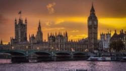 英國著手簽發新版護照