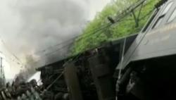 T179次列车撞上塌方体起火至车厢脱线倾覆