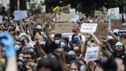 美国多地抗议浪潮持续 弗洛伊德首场追悼会受瞩目