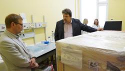 中国一基金会向拉脱维亚捐赠新冠病毒核心检测设备