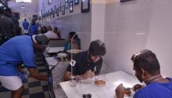 印度班加羅爾:隔板用餐