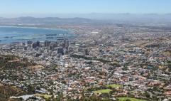 南非总统:每小时新增确诊500例 应节约医疗资源挽救生命