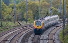 英国客运列车脱轨 至少3人死亡