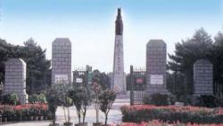 纪念中国人民志愿军抗美援朝出国作战70周年敬献花篮仪式隆重举行