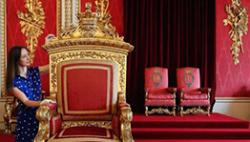 白金汉宫遇内贼:工作人员偷走勋章、相册网上拍卖
