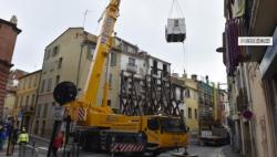 法国300公斤男子因摔断腿受困家中 当局出动50人救援