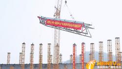 海南省2022年第六届省运会开闭幕式主场馆 钢桁架首吊成功