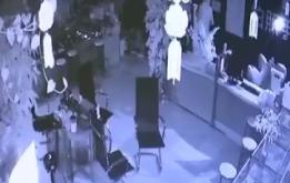 手机店深夜被盗 财物丢失八万多