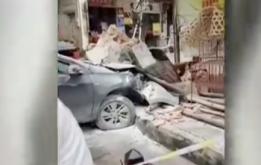 小车一头撞入临街商铺 司机未成年还无证驾驶