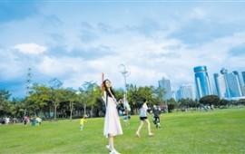 海口:天蓝水碧绿意浓 空气清新宜居城