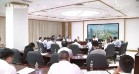 毛万春参加省委七届六次全会分组讨论