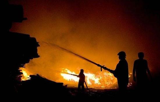 露天木柴堆着火  海口消防成功处置