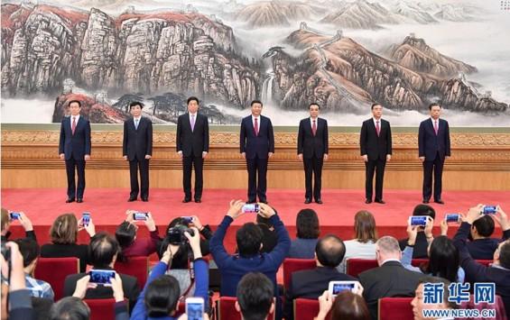 习近平等十九届中共中央政治局常委同中外记者见面