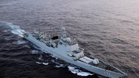"""中国海军海口舰被授予""""时代楷模""""称号"""