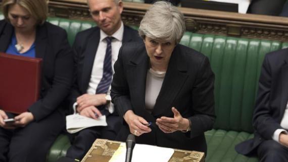 """英国首相说议会将决定是否就""""?#38597;貳?#26465;件举行公投"""