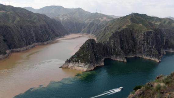 """洮河与黄河汇合水域 形成""""半江碧水半江浑""""景观"""
