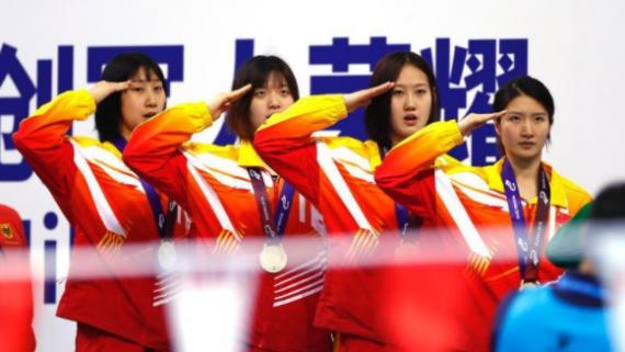 武汉军运会 中国队夺得水上救生女子4X25米运送假人接力金牌
