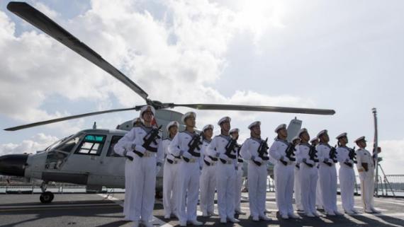 中国海军第33批护航编队潍坊舰技术停靠肯尼亚蒙巴萨港
