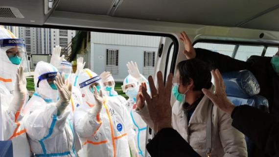 武汉雷神山:17名患者治愈出院