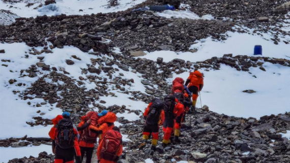 2020珠峰高程测量登山队冲顶组再出发 计划27日登顶