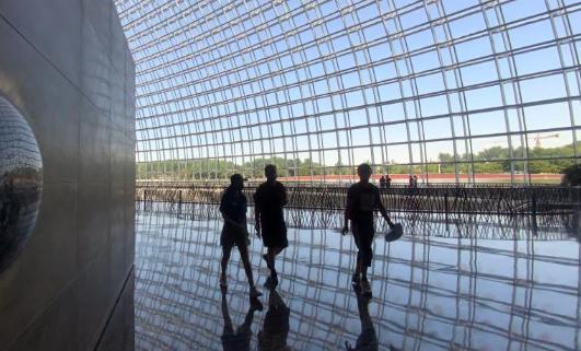 中国国家大剧院对公众有序限流开放参观