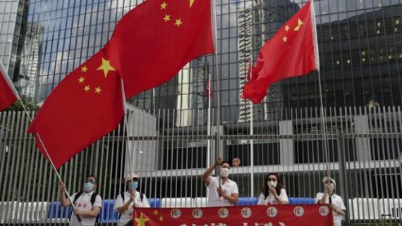 香港市民庆祝香港特区立法会三读通过《国歌条例草案》