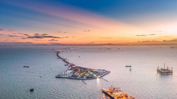 粵港澳大灣區超級工程完成首節沉管海底對接