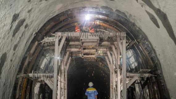 中老铁路最后一条长隧道贯通