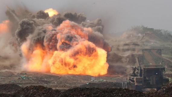 震撼!工兵战术演练扫雷爆破器实爆画面曝光