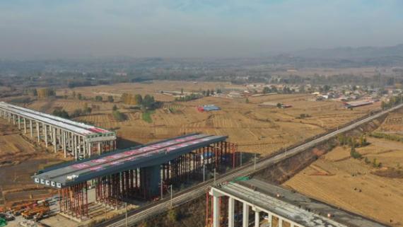 国道102线秦皇岛市区段改造工程跨大秦铁路转体桥桥成功转体