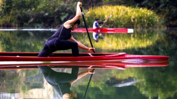 福建将乐:皮划艇学员泛舟绿水青山间