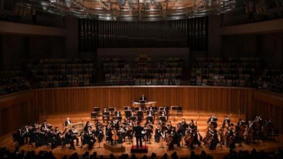 """《聆赏经典》——""""乐坛新生代""""中国交响乐团交响音乐会在京上演"""