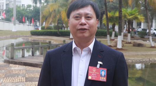 "vlog 海南省人大代表张长丰:""我""在两会的一天"