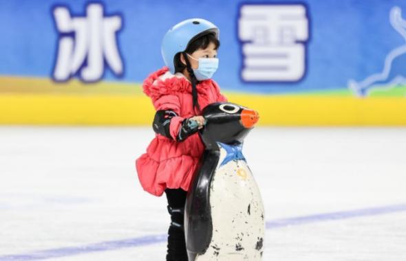 全民健身——西宁:冰场过大年